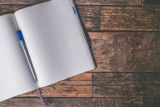 ballpen-blank-desk-journal-606541 (Jessica Lewis, Pexels)